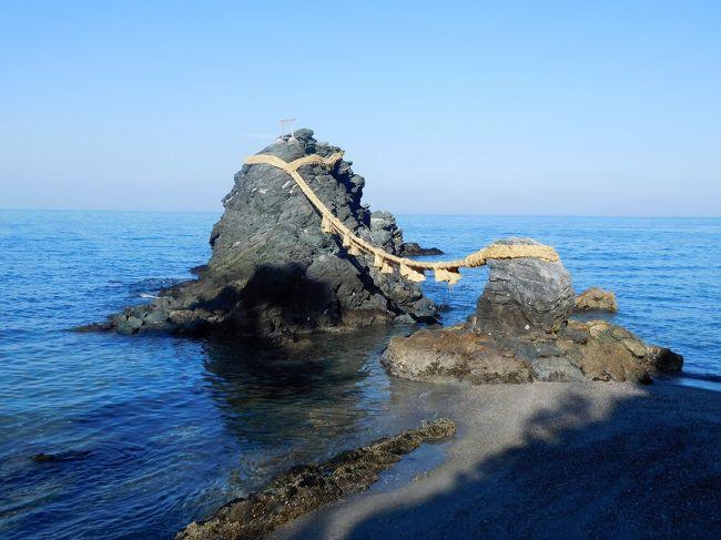 午前中は内宮参拝とおかげ横丁を歩きました。<br /><br />午後からは外宮参拝と二見浦に移動し昼食と浜辺を散策。<br />夫婦岩は思っていたよりも近くにあるんだな・・と思いました。<br />天気が良い時は富士山も見えるそうです。<br />今回は残念ながら富士山は見えなかったです。