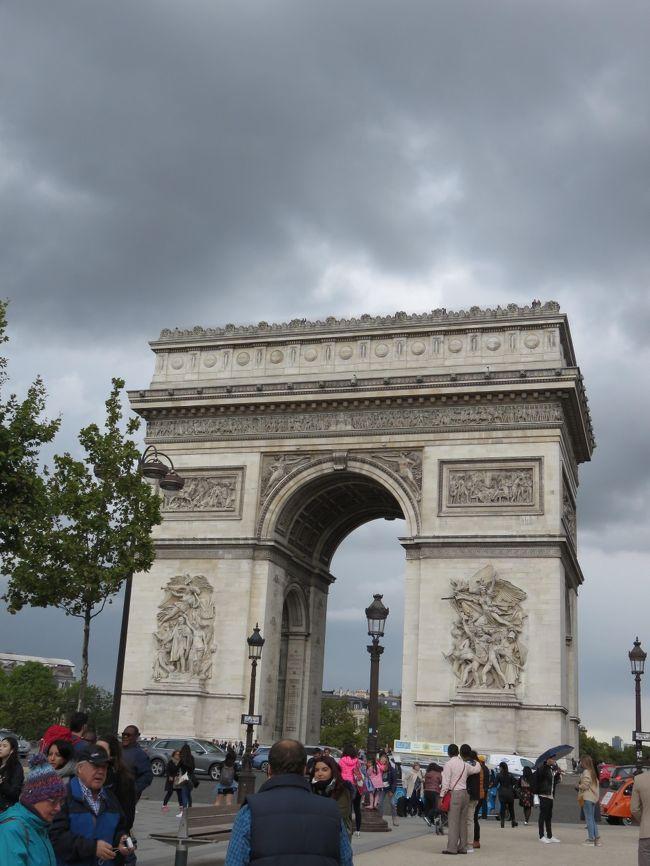 2017年9月9日から24日まで、スイスに一週間、パリに一週間滞在してきました。スイスは主に絶景を巡る旅、パリは街歩きと美術館巡りの旅となりました。<br /><br />*行程*<br />1日目から7日目 スイス各地周遊(詳しくは旅行記スイス編①から⑨をご覧ください。)<br />8日目 ローザンヌからTGVでパリへ移動<br />9日目から15日目 パリ市内街歩き、美術館巡り<br /><br />当初の計画では、ベルサイユ宮殿には必ず行って、できたらフォンテーヌブロー城にも。余裕があったら日帰りでモンサンミッシェル!などと考えていたのですが、結局パリには行く所がありすぎて実現しませんでした。という事でこれらは次の旅行の楽しみに取っておきます。