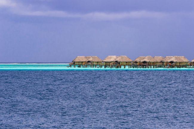 世界の島巡りで仏領ポリネシアのボラボラ島、最高のビーチで沢山の写真を取りました。<br /><br />ボラボラ島は、美しく無限とも思えるブルーラグーンのグラデーションと、そこに映える神々しいオテマヌ山の景色から「太平洋の真珠」と称さていて、その美しさは例えようがありません、美しく澄んだ海に浮かぶ船は、空中に浮いているように見え、マンタが泳ぐその光景に感動します。<br /><br />世界の風景を紹介するマイHP70カ国の世界遺産や美しい風景を掲載してます。<br />http://www.zenpakusan.com/