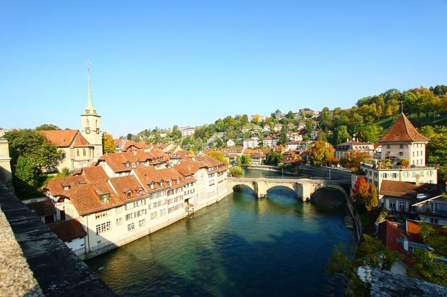 ベルンはスイス西部に位置するスイスの首都。またベルンの旧市街地は、ユネスコの世界遺産にも登録されており、豊かな自然に恵まれたアルプス観光の拠点です。