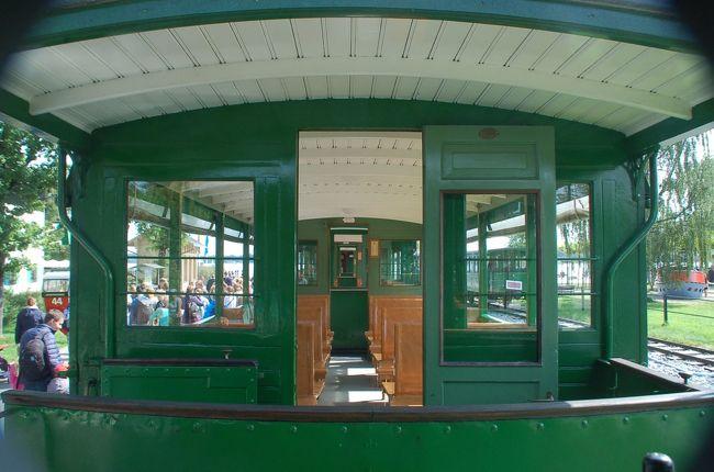 ユーレイルパスを使用してミュンヘン中央駅から快速列車で一時間あまりのところにあるプリーン・アム・キームゼー駅で降りた私たちは、キームゼー鉄道に乗ったあと、船に乗り換えて、島めぐりを楽しみました。<br /><br />Chiemsee Schifffahrt<br />http://www.chiemsee-schifffahrt.de/en/home/<br /><br />なお、このアルバムは、ガンまる日記:キームゼー鉄道と西側の島めぐり(1)[http://marumi.tea-nifty.com/gammaru/2017/10/post-c8c5.html]とリンクしています。詳細については、そちらをご覧くだされば幸いです。