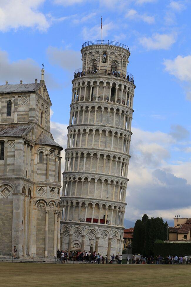 毎年恒例となってしまった第96回凱旋門賞を観戦後イタリアに入り<br />ベネツィア観光、そしてミラノ経由でフィレンツェに来ました・・・<br />フィレンツェの1日目はフィレンツェ観光ではなく世界文化遺産のピサのドゥオモ広場。<br />有名なピサの斜塔を観光しました。<br /><br />今回の旅行の目的<br />(1)凱旋門賞観戦 シャンティイ競馬場・芝2400m<br /><br />(2)イタリアの高速列車、フレッチェロッサ(FrecciaRossa)とイタロ     italoに乗車。<br /><br />(3)ベネツィアでゴンドラに乗る。(×)<br /><br />(4)フィレンツェでウフィツィ美術館を見学。<br /><br />(5)ローマで美味しいパスタを食べる。<br /><br />今回の旅の世界遺産<br />登録名:フィレンツェ歴史地区<br />登録年:1982年<br />分類:文化遺産<br /><br />登録名:ヴェネツィアとその潟<br />登録年:1987年<br />分類 :文化遺産<br /><br />登録名:ピサのドゥオモ広場<br />登録年:1987年<br />分類 :文化遺産<br /><br />登録名:バチカン市国<br />登録年:1984年<br />分類 :文化遺産<br /><br />-全日程-<br />◎が今回の旅行記<br />-全日程-<br />◎が今回の旅行記<br /><br />9月29日(金) <br />広島駅18:39発(さくら567号)博多19:47着<br />福岡21:00分発(JL332)羽田22:35着<br /><br />9月30日(土) <br />大崎25:00分発(WILLER EXPRESS) 成田 <br />成田11:40分発 (JL415) パリ17:10分着<br /><br />10月1日(日) <br />パリ北駅9:41分発(TER)シャンティイ・グヴィユ駅<br />凱旋門賞 観戦<br /><br />10月2日(月) <br />(ベネツィアの空港のストライキにより出発が遅延)<br />午前パリ観光<br />パリ18:05分発 (AF1426) ベニスVCE  19:40分着<br />             <br />10月3日(火) <br />ベネツィア1日観光<br /><br />10月4日(水) <br />ベネツィア半日観光 <br />ベネツィア駅15:50分発(フレッチェロッサ9744)ミラノ18:15分着<br />      <br />◎10月5日(木)<br />ミラノ駅9:35分発(イタロ9911)フィレンツェ11:25分着<br />フィレンツェSMN駅12:28分発(レジョナーレ・ヴェローチェ3170) <br />ピサ13:28分着<br />ピサの斜塔観光<br />ピサ駅17:32駅(レジョナーレ・ヴェローチェ3118)  <br />フィレンツェSMN駅18:32着  <br /><br />10月6日(金)<br />フィレンツェ観光<br /><br />10月7日(土)<br />フィレンツェ駅9:33分発(イタロ9905)ローマ駅11:05分着<br /><br />10月8日(日)<br />ローマ16:10分発 (AF1105) パリCDG18:20分着<br />パリCDG21:55分発 (JL416)<br /><br />10月9日(月)成田16:30分着<br />成田 (リムジンバス)羽田<br />羽田18:55分発 (JL267) 広島20:40分着<br /><br />写真はピサの斜塔と大聖堂(ドゥオモ)