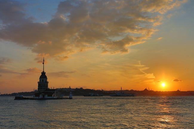 現在海外安全情報で渡航注意の出ているトルコ。15年ほど前に仕事で行き、1日だけ時間がありイスタンブール観光をしたのですが、あまりの寒さに途中で断念。その時から、また、行かなきゃと思いつつ、やっと念願叶いました。今回のメンバーは、居住地香港から、僕と香港人の友人。日本から、日本人の友人2人の4人。日本からの友人とは、パムッカレで合流です。ほとんど日本人観光客には会わず、中国の国慶節の休みが重なってか大陸人のパワーに圧倒されまくりの旅でした。
