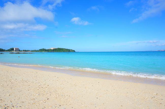 前回沖縄に行ってから4年。そろそろ大好きな沖縄に行きたくてウズウズ。<br />今なら育休中で平日に行けるし、息子もある程度成長したら楽しめるだろうと3月に沖縄行きを決意!!<br /><br />息子に海やプールで遊ばせたい!という思いから、生後10カ月になる10月中旬に予約^^<br />10月なら真夏の暑さは凌げる上にまだプールに入れる季節。<br />行くまではプールに入るの寒くないかとなぁ、と心配していましたが・・・なんと10月なのに気温30度!!<br />北海道からは考えられない気温で、そんな心配は杞憂に終わりました^^<br /><br />今回は「のんびりゆったりホテルステイ」が旅のテーマだったので、カフーリゾートフチャクに3泊してホテルステイをメインに楽しみました。<br /><br />このカフーリゾートフチャクは、本っっ当に!!赤ちゃん連れには最高の宿泊施設で、<br />①無料の離乳食<br />②部屋でハイハイが出来る<br />③広い部屋に広いお風呂場!<br />④無料でおもちゃやベビー用品、浮輪、ラッシュガードがレンタル可能<br />⑤プール付き<br /><br />これらがすごく良くて、大満足なホテルでした(^^)/また機会があれば泊まりたいです★<br /><br />++++<br /><br />1日目は移動で終わり、二日目は古宇利島まで行ってきました^^<br />行くまでは高気圧の影響で晴れ予報でしたが、台風の影響なのか雨に当たりながらの観光になりました。<br />