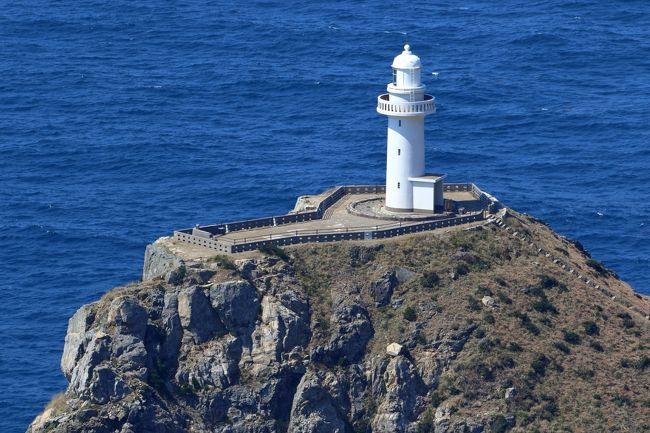 日本の島巡り(五島列島福江島)撮ってきました。<br /><br />■大瀬崎灯台<br />大瀬埼灯台は、五島列島福江島の西端、大瀬崎の断崖に建てられた灯台。灯台としての規模は大型であり日本屈指の光達距離を誇る。東シナ海を航海する船舶の標となっている。『日本の灯台50選』の一つでもある。五島列島を代表する観光の名所である。海上保安庁での表記・呼称は単に大瀬埼と呼ぶ。<br />■井持浦教会<br />大村藩からの移住キリシタンが潜伏してきた。五島藩が塩造りの竈場で働せたという地区。1897年建立のレンガ造教会が台風で倒壊し、翌年1988年に、コンクリート造の現教会となる。1865年の大浦天主堂での信徒発見の7年前、フランスのルルドで聖母出現があった。当時の五島列島司牧の責任者ペルー神父は、1891年、バチカンにこのルルドの洞窟が再現されたと聞き、五島の信徒に呼びかけて各地の石を集め、1899年、日本で最初のルルドを作った。<br /><br />日本の景勝地写真集は下記アドレスをご覧ください。<br />http://zenpakusan.com/nihon/top/index.html