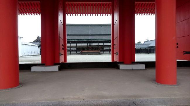 徒然なる京都旅行の記録 その3。<br />最終回となる今回は雨降りしきる中、京都御所へ馳せ参じ、その後台風で帰れなくなることを懸念して早めに帰福した記録です。<br /><br />では、よろしくお願いいたします。