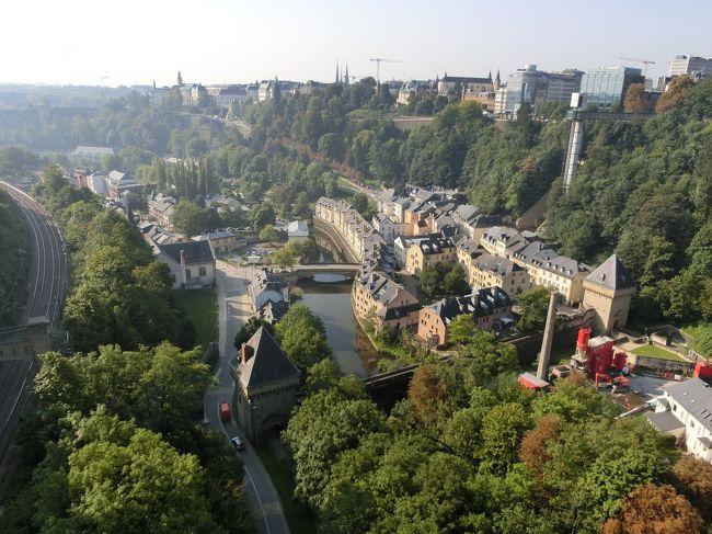 4日目はルクセンブルクを街歩き。<br /><br />昨日はベルギーのゲントから友達の車でルクセンブルクに向かった(所要時間は4時間だったかな)。<br />ルクセンブルクはヨーロッパの小国ながら一人当たりGDPが世界一の街。鉄鋼のアルセロールの本社がある街、また金融の街としても有名だ。<br /><br />ビジネスの街だからかスーツを着た金融マンらしき人が多かった。<br />ちなみに公用語はフランス語です。ギャルソン、ボンジュール( ゚Д゚)<br /><br /><br />