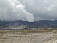 今は昔 テンガーカルデラ・ブロモ火山の間近へ