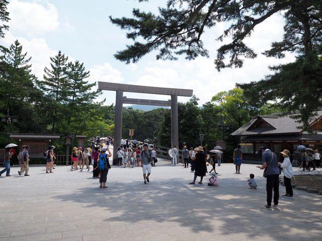 紀伊半島旅行4日目<br /><br />和歌山県から三重県を巡る今回の旅行の最終日、紀伊半島に来たからには伊勢神宮に参拝して帰ろうと立ち寄りました。<br />伊勢神宮は数年前に一度訪問しており、今回二回目の訪問となります。<br />前回は、外宮・内宮と参拝しましたが、今日は内宮のみの参拝です。<br /><br />伊勢神宮 公式HP<br />http://www.isejingu.or.jp/<br /><br /><br />*1日目旅行記(紀州の景勝地を行く!)<br />https://4travel.jp/travelogue/11283542<br />*1日目宿泊編(ホテル川久)<br />https://4travel.jp/travelogue/11285671<br />*2日目旅行記(アドベンチャーワールド)<br />https://4travel.jp/travelogue/11289699<br />*2日目宿泊編(ホテル浦島)<br />https://4travel.jp/travelogue/11291692<br />*3日目旅行記(熊野古道)<br />https://4travel.jp/travelogue/11293750<br />*3日目宿泊編(志摩観光ホテル)<br />https://4travel.jp/travelogue/11296501<br />
