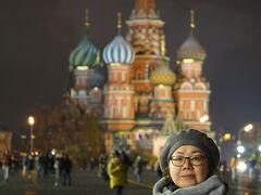 初冬のロシア旅(4)モスクワ・シーケンス ライトアップされた赤の広場に感動し、グム百貨店を彷徨い革命広場に面したレストランでディナー。
