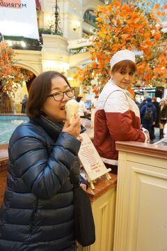 初冬のロシア旅(5)雀が丘からノヴォデヴィチ修道院と赤の広場からモスクワの市内観光が始まり、グム百貨店でアイスクリームを食べる。
