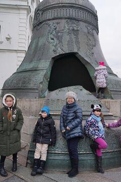 初冬のロシア旅(6)念願のクレムリン見学は武器庫にあるロマノフ王朝のイースターエッグに驚き、巨大な大砲と鐘の皇帝で記念写真を撮る。