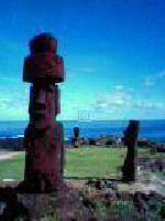 以前、ガラパゴス島に行っているけど、もう一つ行きたかった島がありました。それはイースター島です。タヒチ側から島へ渡るか、チリ側から島へ渡るか悩みましたが、最終的にチリ(本土)から島へ。今回はノースウエストで東京/チリ往復と、ランチリでサンチャゴ/イースター島往復を手配して行って来ました~。ま~成田からサンチャゴまで一気に飛びましたけど疲れました~。それに成田を2時間遅れで出発したため、デトロイトであやうく乗り継ぎ便に遅れそうになりました。