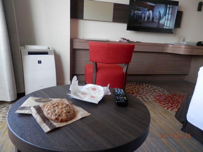 26火曜2午後歩いてダブルツリーホテルと朝食<br />写真は170926-1506.ダブルツリーbyヒルトン首里城チェックイン後、あったか出来立てクッキーいただく。テーブルに置いてあったかいうちに食べます。<br />宿泊はダブルツリーbyヒルトン首里城ホテル4泊<br />事前に15時チェックインと申し込む。遅れる前に要電話098-886-5454<br />