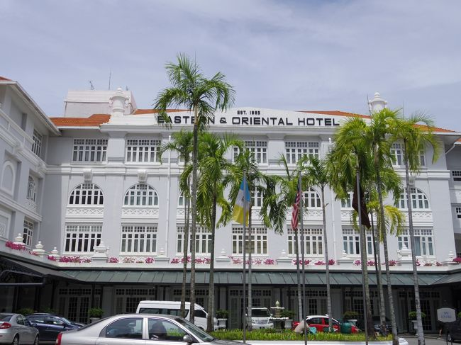 ANA修行のためのKL発券の一環で、今年5回目のマレーシアは三連休でペナン島へ。実はペナンは初めて。KLから飛行機が頻発していて、バス並みに安く便利。1泊だけなので、Eastern & Orientalというコロニアルホテルに泊まり、ホテルステイを満喫、ジョージタウンの建築&ストリートアートを2歳の娘を連れて、楽しんできました。<br /><br />航空券は行きはKL発券のNY行き、東京からKL帰りのプレエコチケット(211,070円)と、帰りはKUL-NRT-HND-OKA-HND-KULのエコノミー(45,100円)を使用開始。<br /><br />国内線は別途、KL→ペナンはMalindoで一人RM60、ペナン→KLはAir Asiaで一人RM63でした。<br /><br />日程:<br />11月3日 NH885 00:05 HND - 6:45 KUL、OD2102 10:00 KUL - 11:00 PEN、ジョージタウンのE&O泊<br />11月4日 AK6127 16:45 PEN - 17:50 KUL、KLIA2のコンテナホテル泊<br />11月5日 NH816 8:00 KUL - 15:40 NRT