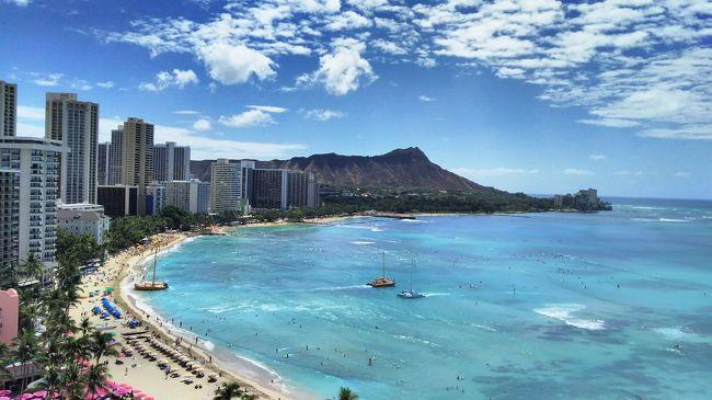 ■うーたくん@ハワイ旅行記①<br />Hawaiian Airlinesでホノルルへ。2人で8日の旅です。<br />表紙の写真はシェラトンのラナイよりスマホで撮影。美しいです。<br />羽田空港、ハワイアン航空、シェラトンワイキキ、ルースズクリスステーキハウス<br />ハワイの旅行記、どんどん増殖継続中!<br />
