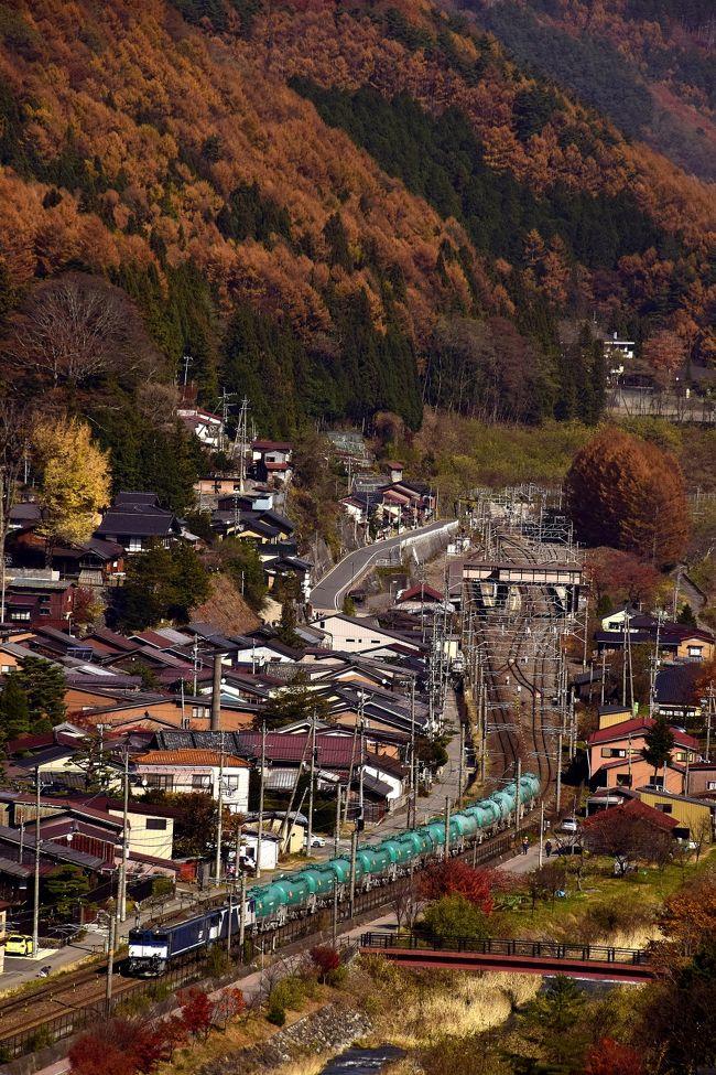 紅葉が見頃な中山道・奈良井宿に、紅葉色に染まった風景探しの旅に訪れてみました。