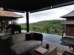 バリ島: ウブド マンダパ・リッツ・カールトン・リザーブ Ⅱ 動画有 車寄せとフロント階