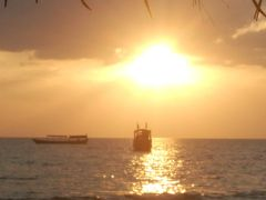 シアヌークビルのビーチで何もしない日々……毛抜きはしたけどぉ♪by オキャマ一人旅♪