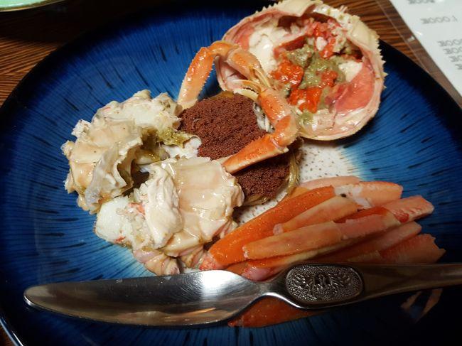 今年の蟹の解禁日は11月6日<br /><br />待ってました。カニの美味しい季節です。ウルトラ先得で羽田~小松間の航空券をゲットして加賀温泉郷を目指します。<br /><br />今回は金沢は断念し、香箱ガニを食べる為に加賀温泉郷駅からキャンバスで海回りを利用して橋立漁港へ向かいます。<br /><br />宿泊は片山津温泉の「季がさね」ときがさね<br />加賀観光ホテルの姉妹館です。<br /><br />柴山潟湖畔の宿で眺めを楽しもうと思ったら・・・・残念(T_T)お天気が最悪でした。<br /><br />雨にも負けず初めての片山津を楽しんできました。<br />