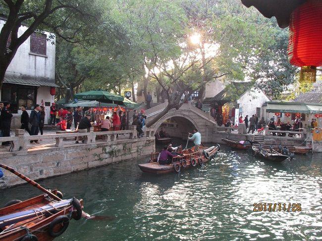 「旅物語」の「デラックス江南8都市大周遊 7日間」 関空より中華航空で上海へ。<br /><br />全食事・観光付、4つ又は5つ星のホテルに宿泊し39800円という格安ツアーの値段につられて行って来ました。