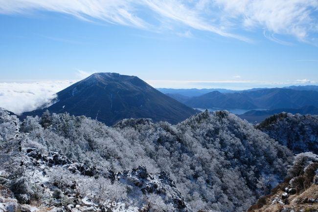 日光の山は男体山、奥白根、女峰山など登ってきましたが、まだ登ってない太郎山へ登ってきました。<br />気温は山王帽子山で‐17度 太郎山で‐12度と温度計が壊れてるかと思いました。<br />でも太陽が出ていて、風もなかったので思った以上に暖かく感じました。<br />雪の状態も締まった雪で滑るような感じは少なかったですが、出来れば軽アイゼンはあった方が絶対良いです。<br />また太郎山への稜線のやせ尾根と急登と踏み跡のない深い雪は結構な物でした。<br />また今回の登山初めて誰にも合わずの下山となりました!<br />もう完全に山は冬ですね、これからの山は完全に冬装備で挑まないと危険と痛感させらせた山行でした。