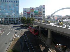 豊橋へ03-3停車している路面電車を終点まで乗り、すぐ前のバス停から路線バスで戻る。