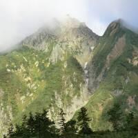 山旅紀行‥北アルプス後立山連峰 五竜岳・その4 五竜山荘から標高差950m!遠見尾根を下山する。