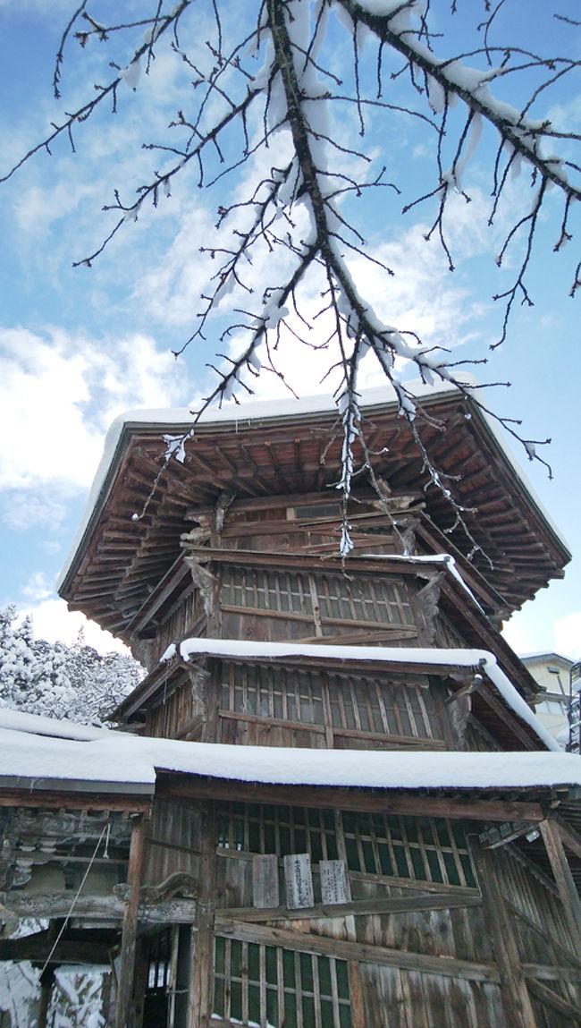 いつか行って見たいと思っていた「さざえ堂」をしっかり見て来ました。2条ネジ構造の六角三層の建物は、設計図を見るとよくこんなものを建てたなぁ、と感心するばかりです。世界中を見ても、木造建築で、2条螺旋が交わることなく、構成されている建物はありません。今年は雪が早く、こんなに素晴らしい景色を見ることができ、幸せでした。