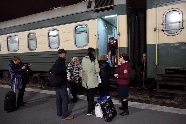 ワインのふるさとジョージアでワイン蔵を堪能する今回の旅。最初の国アゼルバイジャンへのビザを空港で取得し無事入国を果たし、心配だったジョージアまでの寝台列車のチケットも手に入れました。<br /><br />いよいよ寝台列車に乗ってジョージアへ向かいます。しかしこの寝台列車がかなりの曲者でした。