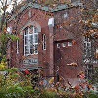 滝の上公園の紅葉と大正末期の「滝の上発電所」(北海道夕張)