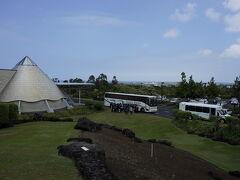 ハワイ島ヒロ2泊観光(イミロア天文学センター、レインボー滝、ハワイ熱帯植物園、アカカ滝)