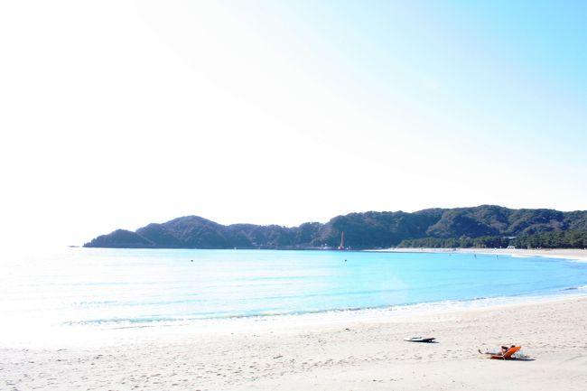 それにしても暖かい。伊豆って冬でもこんなもんなの?<br />ジャケットなしでもいられます。<br /><br />さて、今日はヒリゾ浜見に行って、弓ヶ浜か多田戸浜で写真撮って、う~んお昼は何にしようかな~。<br />なんて考えてましたが、今日も予定通りにはいかず…。<br /><br />まあ、それも面白いよね~♪<br />
