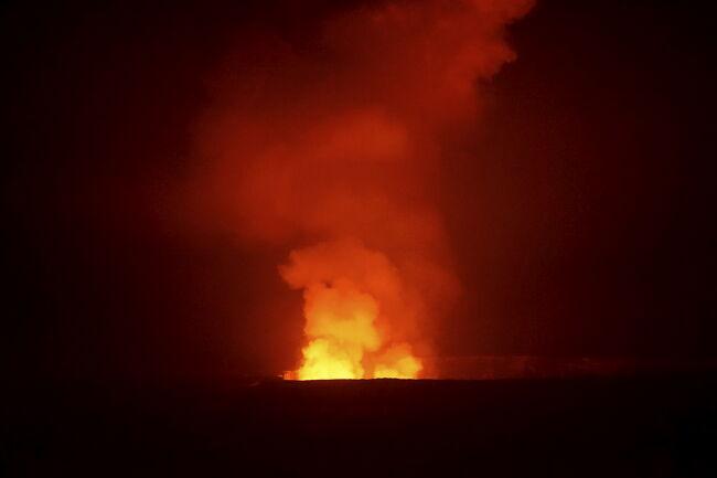 ハワイ火山国立公園内で2泊し、キラウェア・カルデラのトレッキングと、チェーン・オブ・クレーターズ・ロード(火口の連鎖道路)をドライブ。<br />追記)2018年の噴火により、キラウウェア・カルデラの中心部が陥没し、状況が色々と変わっています。<br /><br />旅程全体は以下参照<br />https://4travel.jp/travelogue/11447374<br /><br />前の旅行記:ホノカア貸別荘3泊(ワイピオ渓谷、ワイメア、プウコホラ遺跡、コハラ山、サドル・ロード)はhttps://4travel.jp/travelogue/11314056<br /><br />本旅行での撮影記載一式は以下参照<br />http://yajimak2000.livedoor.blog/archives/261547.html