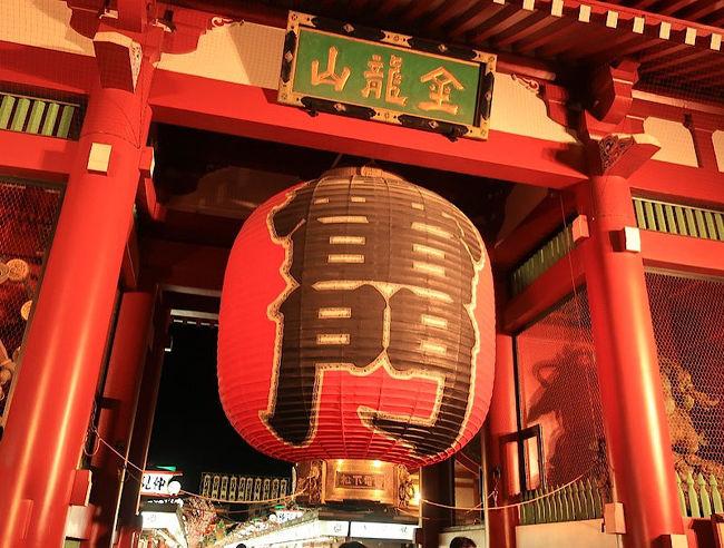 浅草寺に初詣に行ってきました。<br />まずは有名な雷門を目指したいと思います。<br />わたし自身、何年かぶりの浅草寺、<br />何年か前にハイドラCP巡りのときクルマで前を通りましたが、覚えてません。<br />しかも今回は電車でいくので予習をしたら<br />なんと<br />浅草駅は、4つある<br />ってことがわかりました!!<br />予習しといてよかった(笑)<br />なかなかやるな東京。。