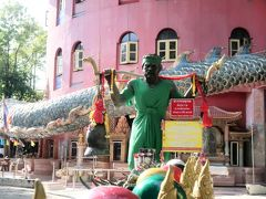 バンコクからショートトリップで珍寺ワット・サムプラン、こうもり寺へ(前編)