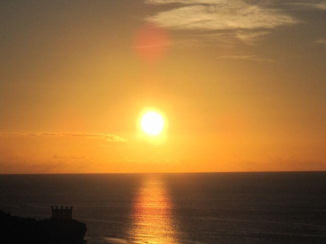 半年ぶりの「ただいま」でした。何時もと変わらない海 空 雲 が迎えてくれました。<br />海の中では沢山のお魚達 亀 イルカ達にも ただいま の挨拶も出来ました。<br />今回は友人に会うため セントレア空港 からのグアム入りです。<br /><br />