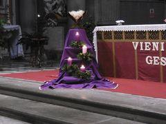 バチカンのミサをTVで見て、Stスピリトのプレセーペ見学、そして市庁舎の塔に昇りました。