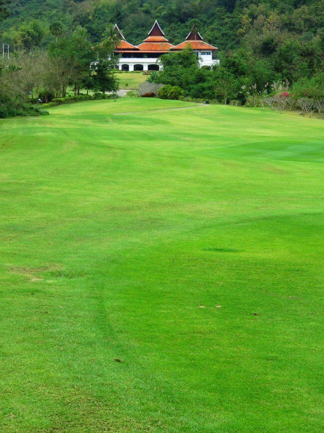 病気をして筋力も体力もぐんと落ちてしまった唐辛子婆。<br />練習場にもいってないのでラウンドは無理かなあと思いつつ<br />ゴルフ道具は持ってきています。<br /><br />8年前に滞在したビエンチャンには9ホールのゴルフ場しかなかったやうな。日本人駐在員たちは国境を越えてタイのノンカイのゴルフ場へとでかけていました。<br />今は18ホールのゴルフ場がビエンチャンに3か所あるそうですね。<br /><br />表紙はルアンパバンのゴルフ場です。<br /><br />★Laos メコンの宝石 <br />ビエンチャンと世界遺産ルアンパバンあわせて20編のサイトマップ<br />https://4travel.jp/travelogue/11323050