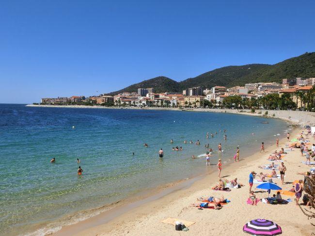 バルセロナを出港したMSCファンタジアは地中海を東に横切り、翌日のお昼頃、フランス領コルシカ島のアジャクシオに入港する。コルシカ島はナポレオンの生まれ故郷である。<br /><br />◎私のホームページに旅行記多数あり。<br />『第二の人生を豊かに』<br />http://www.e-funahashi.jp/<br /><br />『夢の豪華客船クルーズの旅<br />ー大衆レジャーとなった世界の船旅ー』<br />本書完売につき、電子書籍アマゾン・キンドル版として<br />新たに出版しました<br />https://www.amazon.co.jp/dp/B078LPSDYJ/ref=sr_1_1?ie=UTF8&qid=1514161467&sr=8-1&keywords=B078LPSDYJ<br />