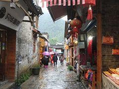 漓江沿いにある興坪古鎮は魅力的。だけど街は改装中。