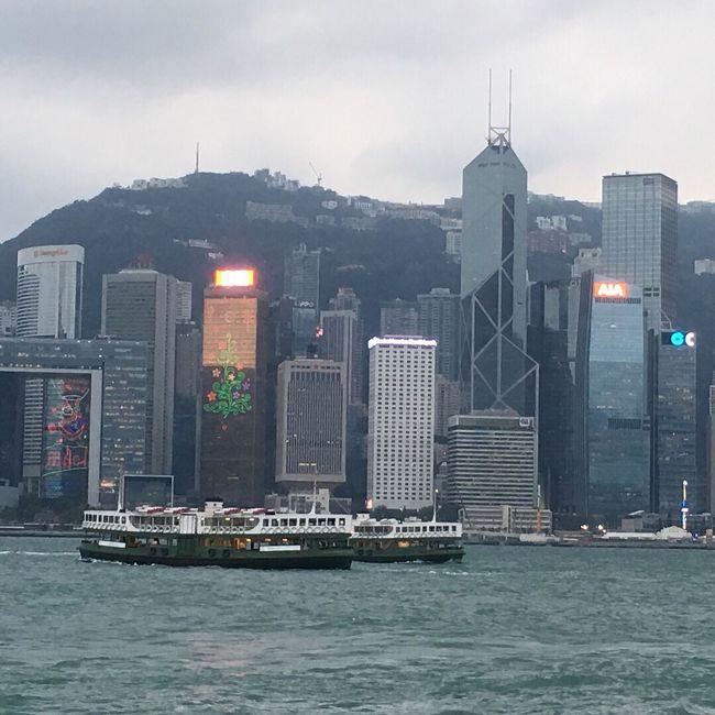 9回目の香港 です <br />ヴィクトリアハーバーの景色はいつ見ても素敵ですね♪<br /><br />今回はフェリー(ターボジェット)で? マカオ??へも行ってみました? (半日だけ)<br />フェリーで約1時間で行けます? <br />カジノ見学したり 世界遺産観光したり <br />楽しい旅でした?? <br />いつか豪華ホテルに滞在してカジノやホテルライフを楽しみたいな♪<br /><br />旅ブログ↓<br />http://blog.goo.ne.jp/maki-mugler/e/897b52ac5c2ab8d84b97749eed2bfd2e<br />