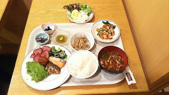 2018大阪出張<br />東京は大雪予報でしたが夜明け前に 遅れることなく羽田へ<br />1泊2日の大阪出張 いつものホテル+Airのパック<br />とりあえず大阪へ移動 オフィスへ移動して会議<br />バンメシは 同僚・取引先で 鳥貴族で安上りに。<br />ホテルは いつもの三井ガーデン。 夜中に ちょっと寒さを感じました<br />TVでは東京の大雪Newsが。 気にせず就寝し アサメシ<br />今回は韓国からの旅行者が 席をとったまま 話し込んでました。<br />火曜日も打ち合わせをして伊丹へ 到着便遅延で10分遅延の見込み。<br />でもね 羽田到着時には30分遅れてました<br />KQも人身事故の影響で遅延 自宅にたどり着く頃は 疲労困憊。<br />ツルツルの道に足をとられながら やっと帰宅。  疲れた。。