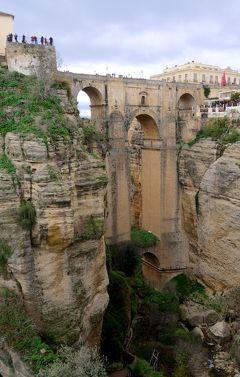 2017.12アンダルシアドライブ旅行10-Ronda街歩き4 Cuenca公園からNuevo橋を仰ぎ見る 平地から高台のRondaを仰ぐ