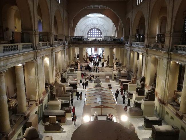 ギザからカイロのホテルに移動してきました。<br />ホテルはIHGのポイントを使いインターコンチネンタル カイロ セミラミスに1泊し、それにクラブラウンジアクセス(US$80+Tax)をつけました。<br />カイロではあまり時間がなくエジプト考古学博物館のみの観光となりました。カイロでも移動にはUberを利用しました。<br /><br />この旅行記ではカイロのホテル到着からエジプト考古学博物館、カイロ国際空港ターミナル2でのチェクインとラウンジまでの様子を記載しています。<br /><br /><旅程><br />1/23 成田→ドバイ  EK319 A380-800(ビジネスクラス)<br />1/25 ドバイ→カイロ MS902 B737-800(エコノミークラス)←ココ<br />1/28 カイロ→アブダビ EY654 A321-200(ビジネスクラス)<br />1/28 アブダビ→成田  EY878 B787-9(ビジネスクラス)<br /><ホテル><br />UAEドバイ:インターコンチネンタル ドバイ フェスティバルシティ<br />エジプト・ギザ:メナハウスホテル<br />エジプト・カイロ:インターコンチネンタル カイロ セミラミス<br />