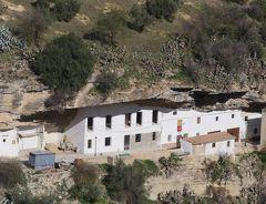 2017.12アンダルシアドライブ旅行12-Setenil街歩き 岩に家が呑み込まれる