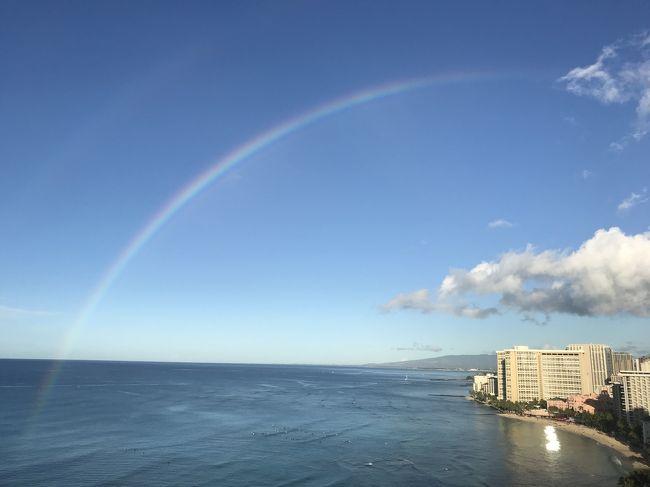 妹の結婚式の為に海外35年ぶりだと言う母を連れてハワイへ。<br />宿泊先のワイキキビーチマリオットでの素敵な景色とただただのんびりなホテル旅行記をお届けです。