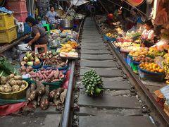 バンコクひとりで食べ歩き③ 折りたたみ線路市場とかスーパーとか