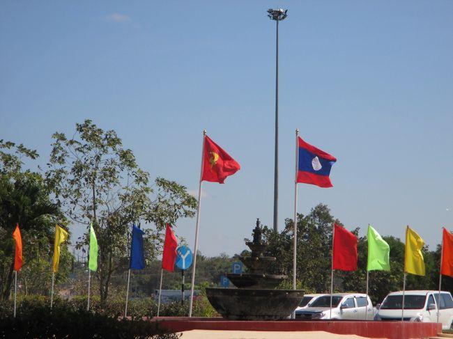 タイのムクダーハーンからラオスのサワンナケートに入り、翌日ベトナムのフエに向かう。<br />このコースは2度目でサワンナケートは3度目の宿泊。