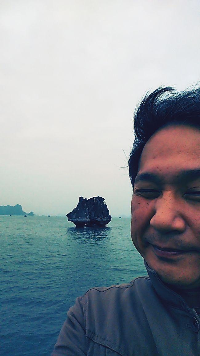 お客さんと取引先と仕事仲間とハロン湾に来たら、ベトナムなのに寒い!!